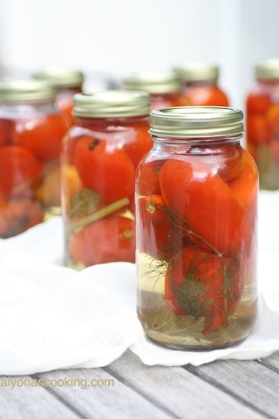 russian-Ukrianian-pickled-tomatoes-canned-tomatoes-tomato-jarred-currant-leaves-dill-peppercorns-tangy-side