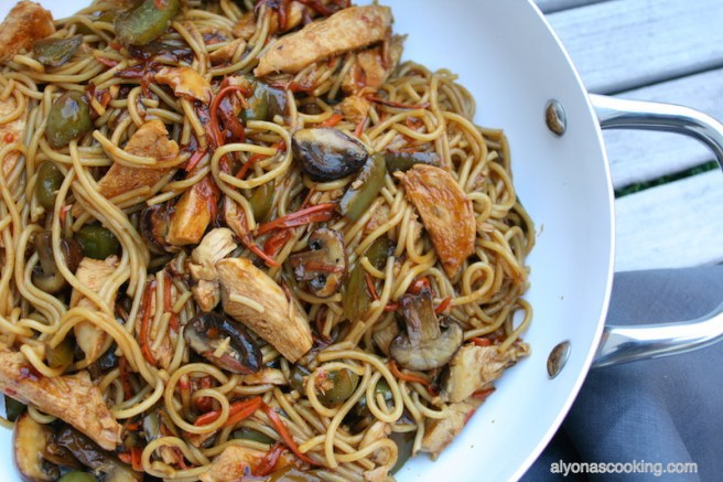 easy-stir-fry-noodles-asian-noodles-similar to lomein-quick-stir-fry-asian-sweet and sour-sauce-sweet-chili-sauce