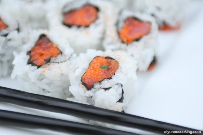 sushi-rolls-philadelphia-roll-cucumber-avacodo-sushirecipe-spicy-tuna-roll