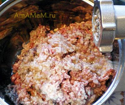 Приготовление фарша для домашних пельменей из мяса (свинина, говядина) и лука