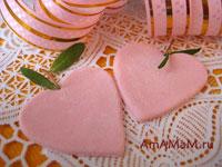 Сердечки из кондитерской мастики