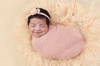 newborn photography, smiling baby, newborn girl