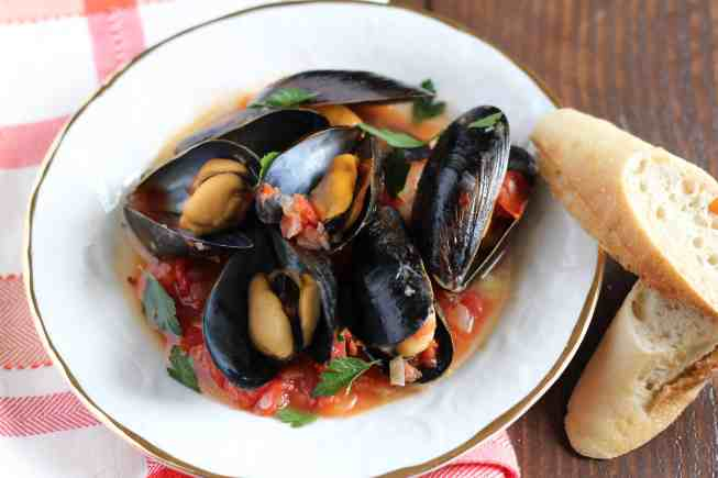 Mussels in Spicy Tomato Sauce - Amanda's Plate