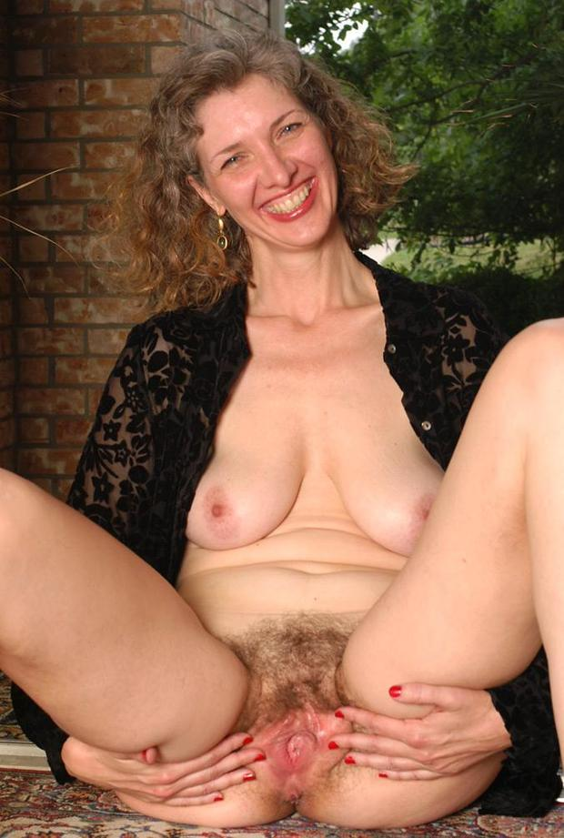 moms wet hairy hole open