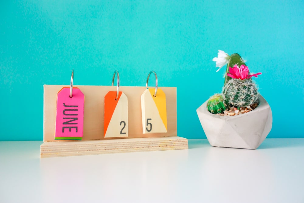How To Make A Perpetual Calendar - A colorful desktop calendar!