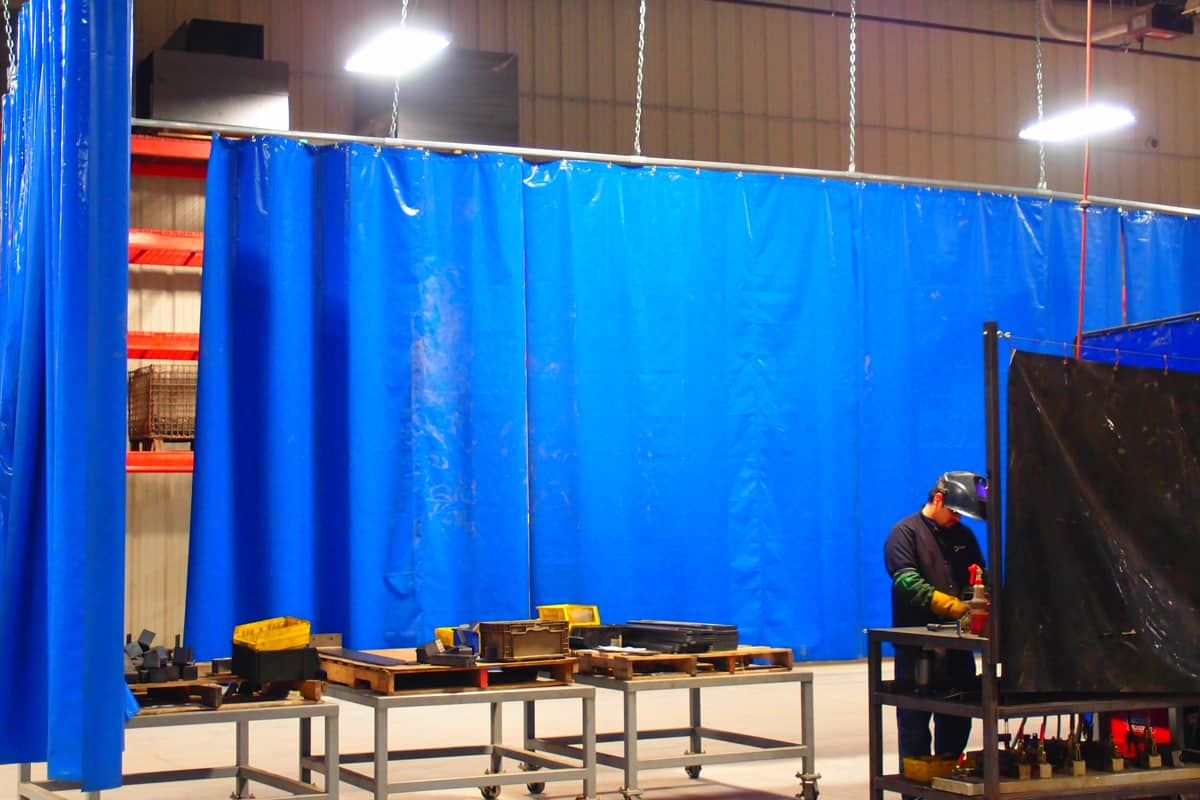 China Blue Curtains Welding Curtains Flame Retardant Welding Booth Curtain Walls