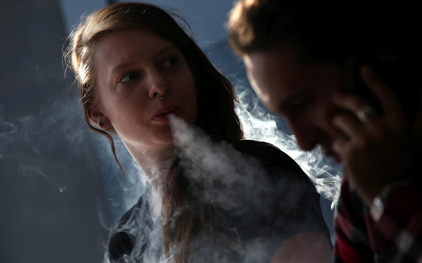 Smoking Girl Hd Wallpaper For Mobile Study Link Between E Cigarettes Smoking In Youth Al