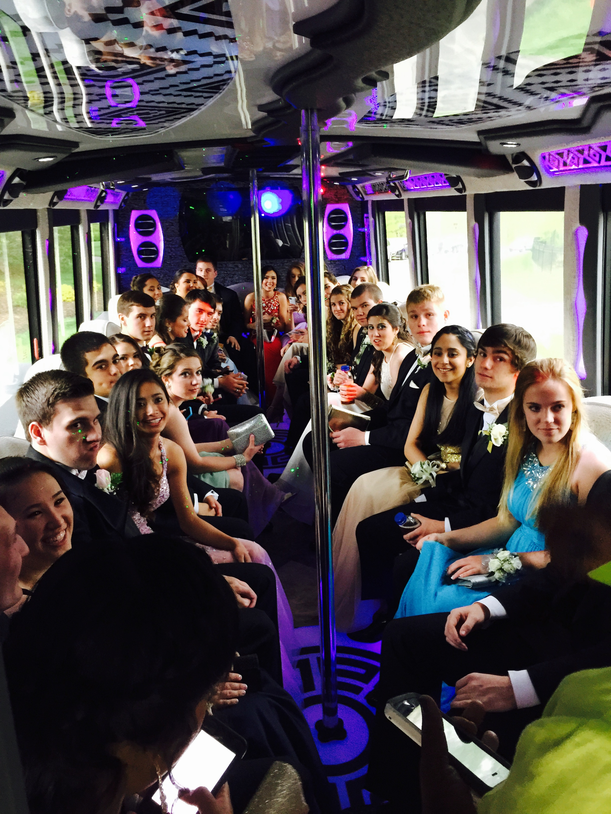 Limo Prom American Eagle Limo And Party Bus Prom And Homecoming Limousines