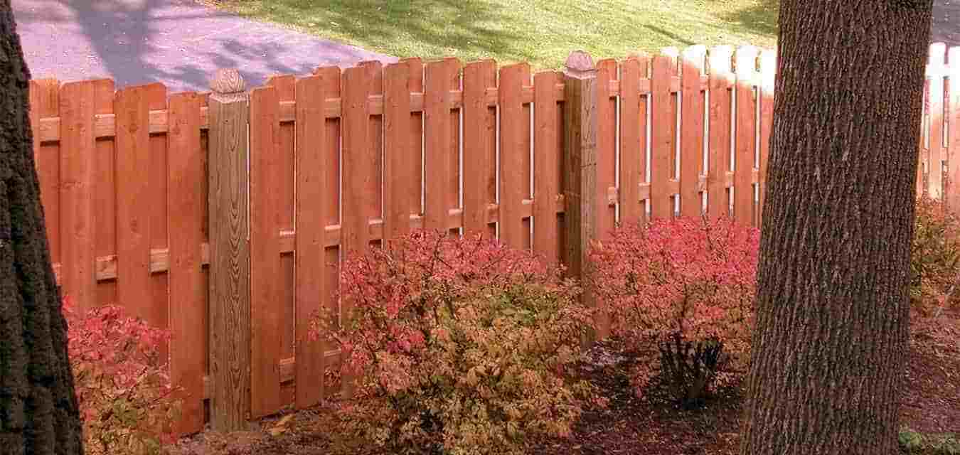 Backyard Fence America S Backyard Chicagoland S Fences And Decks