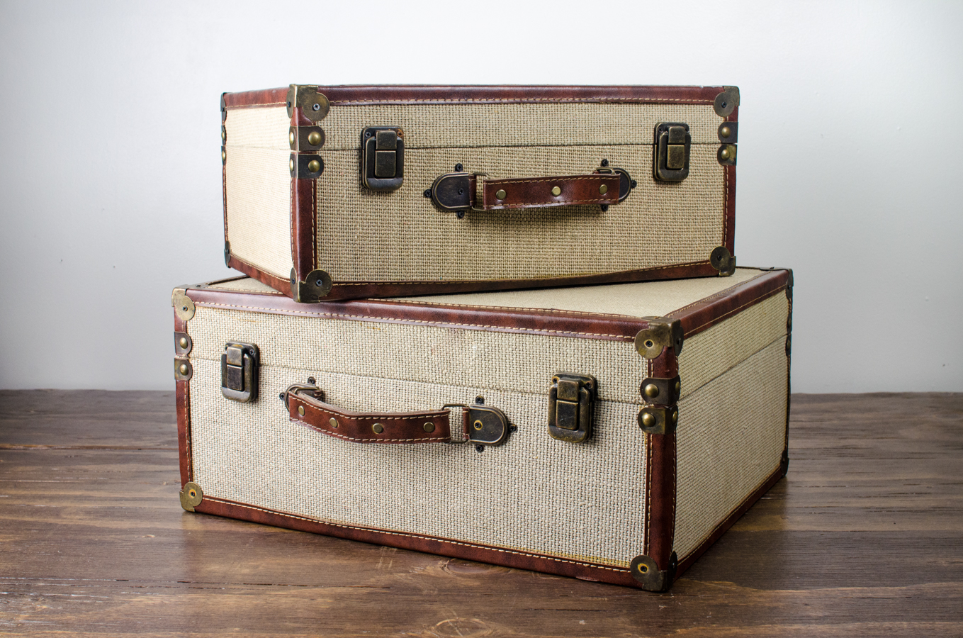 Vintage Look Burlap Vintage Look Luggage Case | Amigo Party Rentals, Inc.
