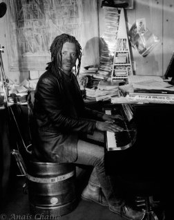 Montage with piano and portrait of Tchangodei jazzman Lyon la croix rousse au Bec de Jazz pub France