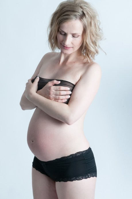 Lingerie Pregnancy Photo shoot by Anais Chaine Auckland Phtographer