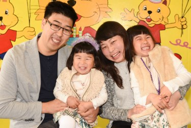 chinese family daughters and their parents