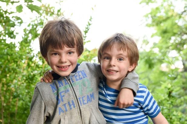 deux frères dans un parc a lyon