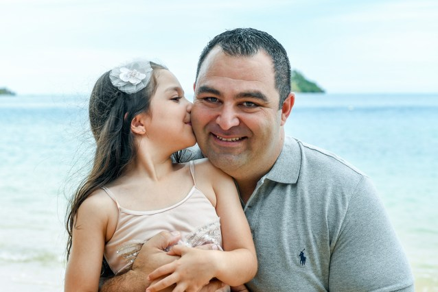 Daughter kisses dad in family photoshoot Malolo Island Resort Fiji