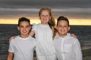 Portrait of the siblings together by Anais Photographer