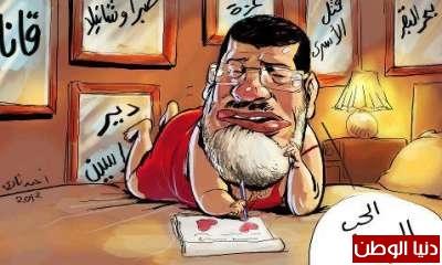 الرئيس محمد مرسي، وهو مستشيط غضبا اثناء كتابته للخطاب السري، الذي أرسله للعدو الصهيوني شيمون بريز، رئيس الدولة التي اغتصبت أرض فلسطين، وقتلت وهجرت الملايين من منازلهم والذي تمني لها مرسي الرخاء والرغد. رئيس جمهورية مصر العربية.