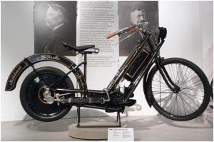 The Hildebrand & Wolfmüller, sepeda motor yang pertama kali diproduksi di dunia