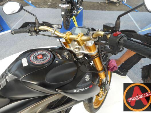 Modifikasi Suzuki Gsx S150 Bergaya Motor Sport Touring Black Gold