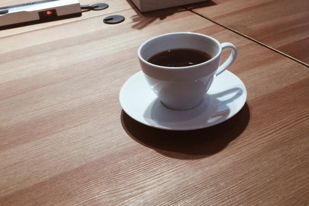 ROUND POINT CAFE 静かな路地裏に佇むコーヒーショップ