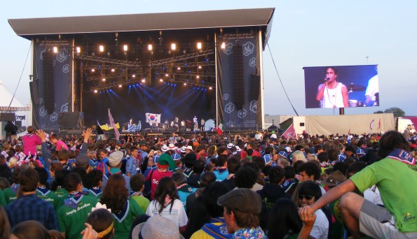 TAKE THE MIC_Timbuktu takes the main stage, entertaining the crowd of thousands.