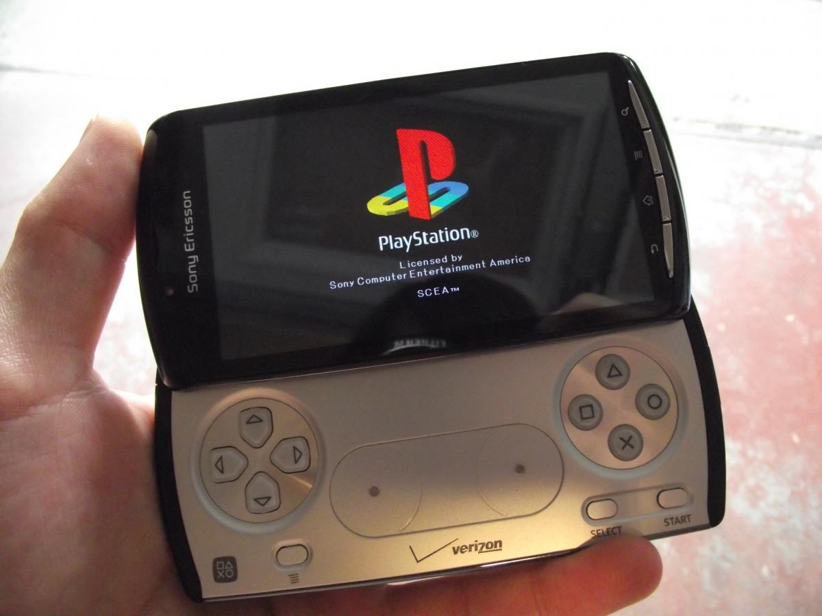 Playstation Contact Sony Ericsson Xperia Play Hands On And Initial Review