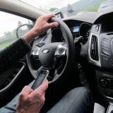 Smartphone-Nutzung beim Autofahren fordert mehr junge Todesopfer als Alkohol am Steuer