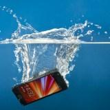 Nanobeschichtung schützt Smartphones und Tablets vor Wasserschäden
