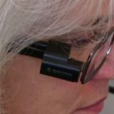 OrCam: Spezielle Kamera hilft blinden Menschen beim Lesen