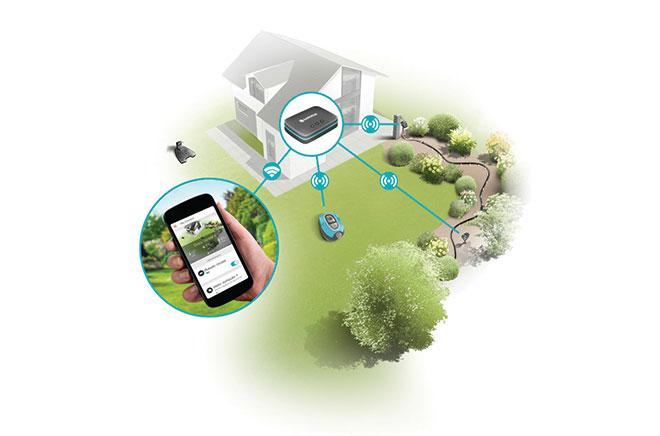Das Gateway wird per WLAN oder Netzwerkkabel ans Internet angeschlossen und hält Funkkontakt mit den Komponenten. So kann es Befehle von der Gardena-App weitergeben.