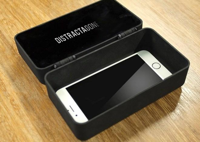 Ein Tresor gegen Handysucht – wenn´s anders nicht geht.. (Foto: DistractaGone)