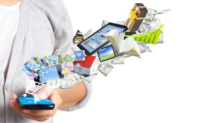 Welche App verwenden wir zum Chatten, Mailen, Musik hören, Hotels buchen etc? (Foto: Shutterstock[violetkaipa])