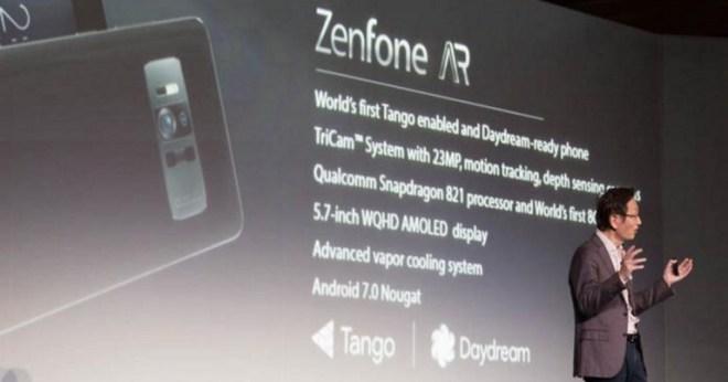 Der CEO des Unternehmens, Jonney Shih, präsentiert das Asus Zenfone AR auf der CES in Las Vegas. (Bild: c't / Florian Müssig)
