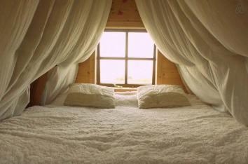 Besondere-Airbnb-unterkünfte-in-Europa-Jack-Sparrow-Haus-Bett