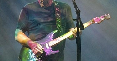 David_Gilmour_in_Munich_July_2006-ed-