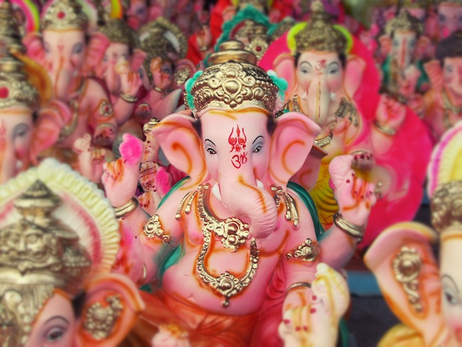 Ganpati 3d Wallpaper Behind The Scenes Statues For Ganesh Chaturthi Hindu