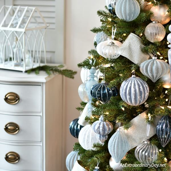 How to Decorate a Stunning Blue and Silver Christmas Tree An