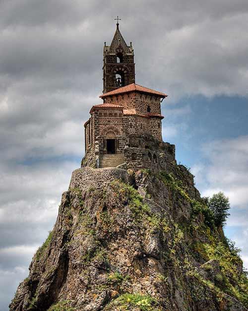 Độc đáo nhà thờ cổ trên đỉnh đá núi của Pháp - 5