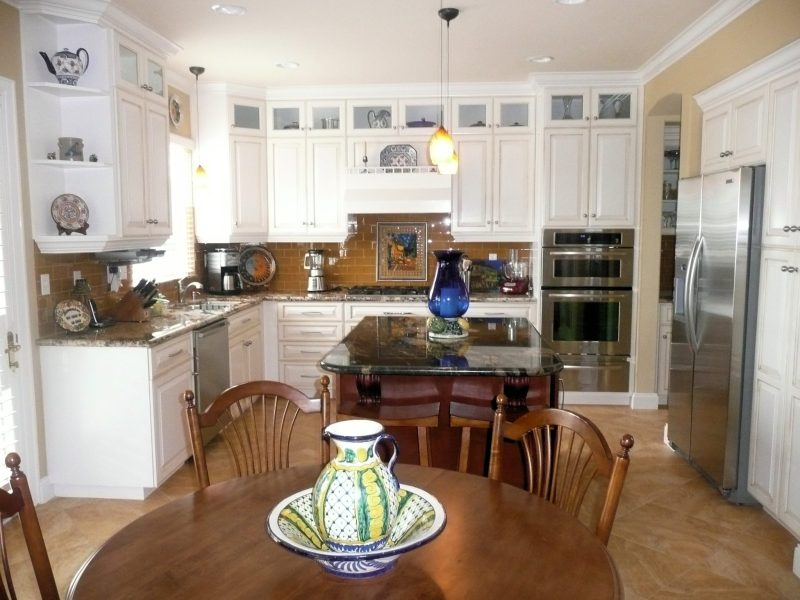 Large Of Traditional Country Kitchen