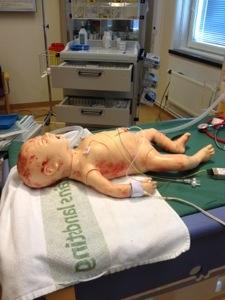 End ag fick jag vara med på en sk Kepsövning på Södersjukhuset. Där övar ett team sitt samarbete i en trovärdig situation där liv står på spel (iallafall känns det så, men det är förstås en docka).