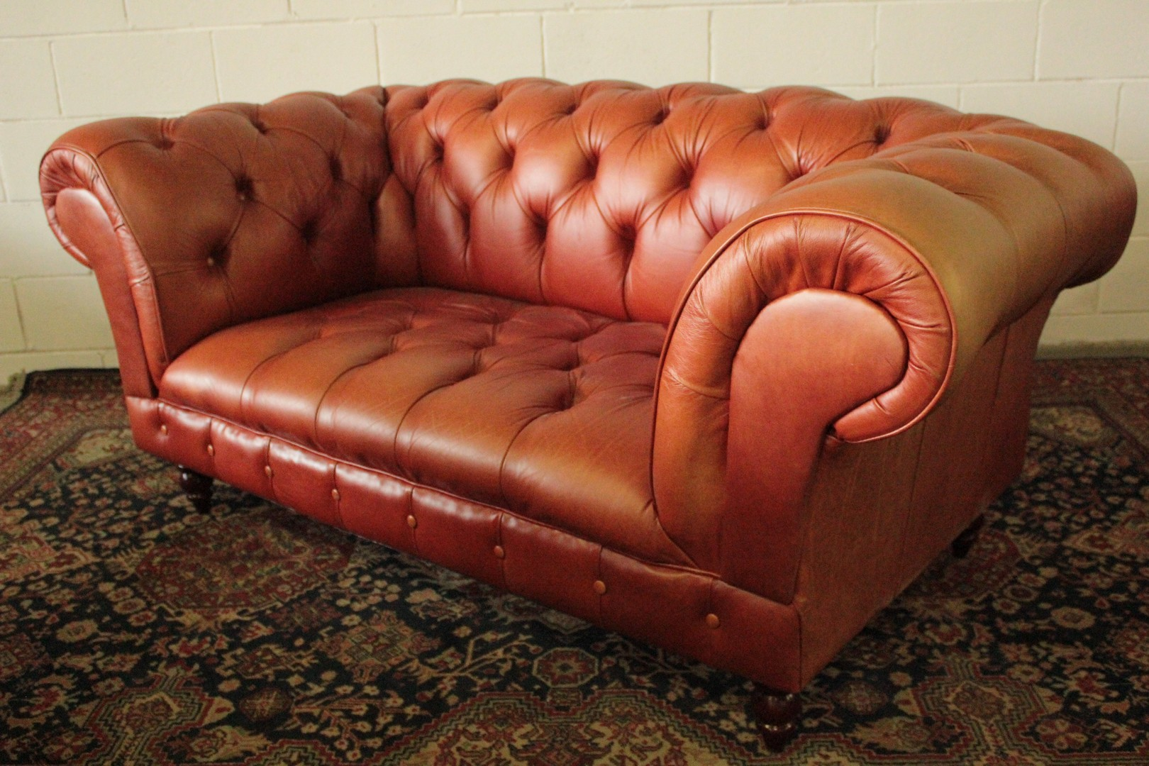 Canapé Chesterfield 2 Places Canapé Chesterfield 2 Places En Cuir Orange D 39origine Fabriqué