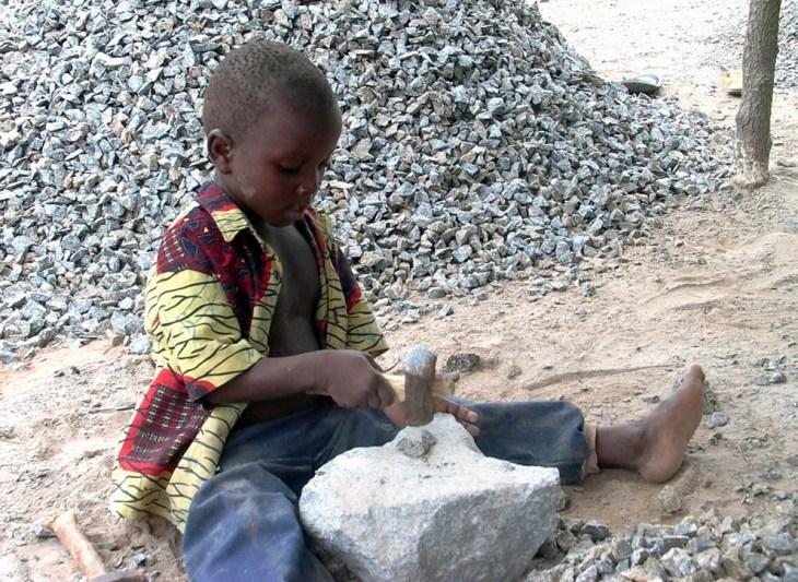 Οι γονείς στο Μπενίν (δυτική Αφρική) δεν στέλνουν τα παιδιά στο σχολείο για να εργάζονται σε ανασκαφές.
