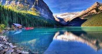 Λίμνη Louise-μια από τις ομορφότερες λίμνες. Βρίσκεται στην Alberta στον Καναδά στο Εθνικό Πάρκο Banff . Το νερό της λίμνης έχει σμαραγδένιο χρώμα, το οποίο οφείλεται στο χρώμα των βράχων που βρίσκονται στον πυθμένα της.