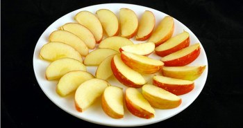 Μήλα: 385 γραμμάρια = 200 θερμίδες
