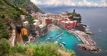 Η παραθαλάσσια πόλη Vernazza που βρίσκεται στη βορειοδυτική Ιταλία.