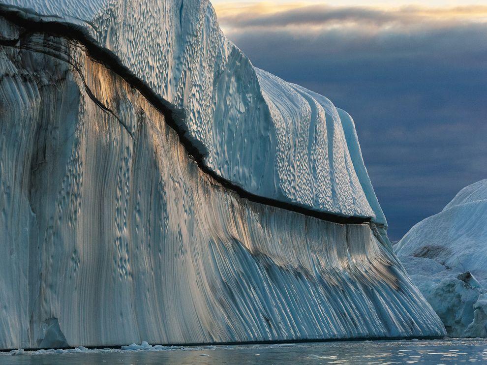 Τεράστιο παγόβουνο λιώνει στα όλο και θερμότερα νερά του Βόρειου Ατλαντικού ωκεανού.