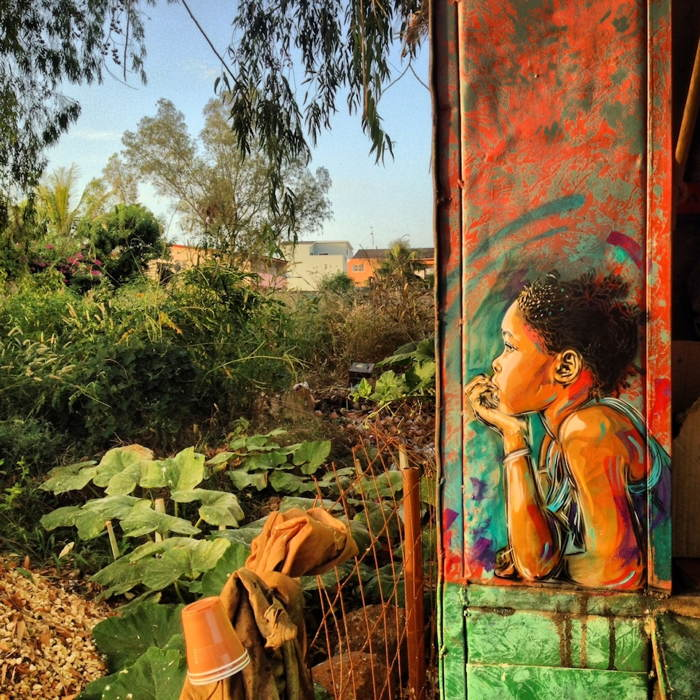 street-art-2013-girl-looking-out