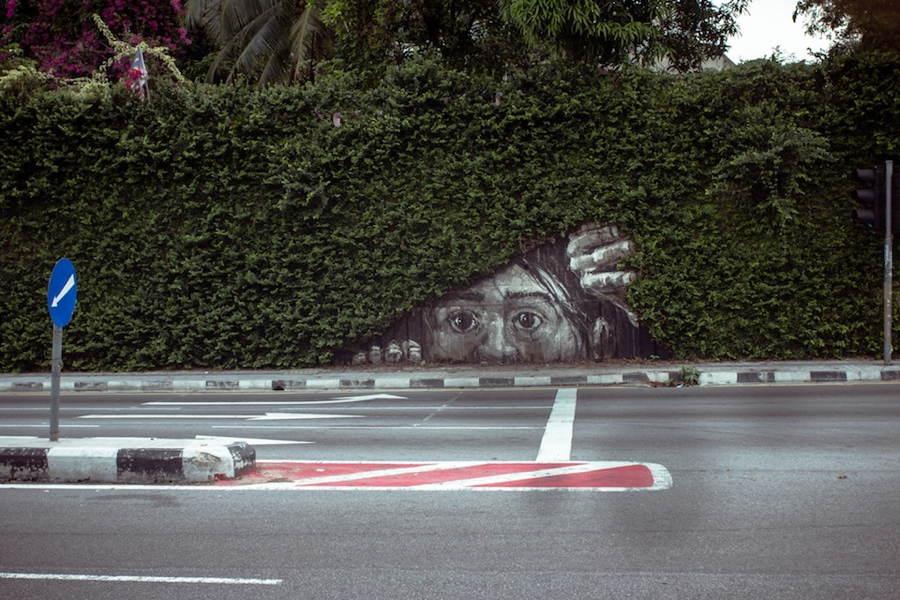 street-art-2013-peeking-out