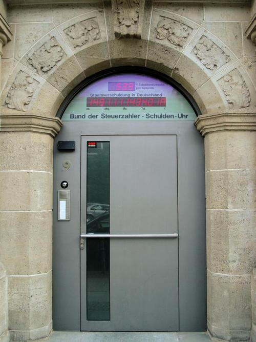 Το γερμανικό Schuldenuhr ή αλλιώς «το ρολόι του χρέους». Στις 14 Αυγούστου 2007 στις 5:08 μμ. GERTRUD K. / FLICKR