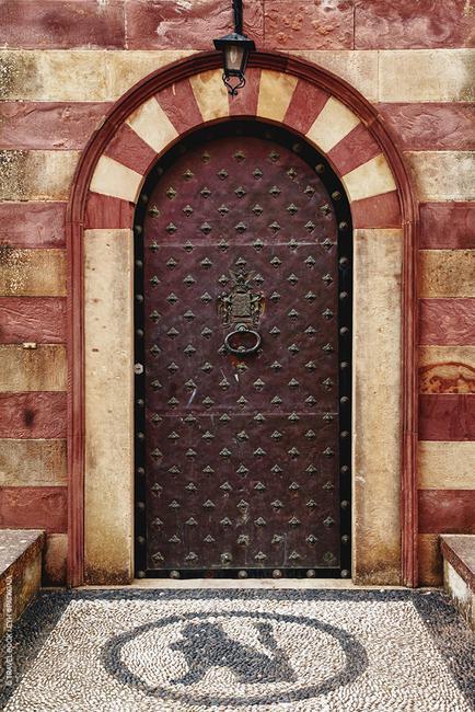 Χίος: Με πόρτες - έργα τέχνης στα χρώματα της γης τα αρχοντικά του Κάμπου